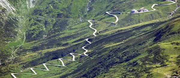 Passo dello Spluga - krásné úzké cesty